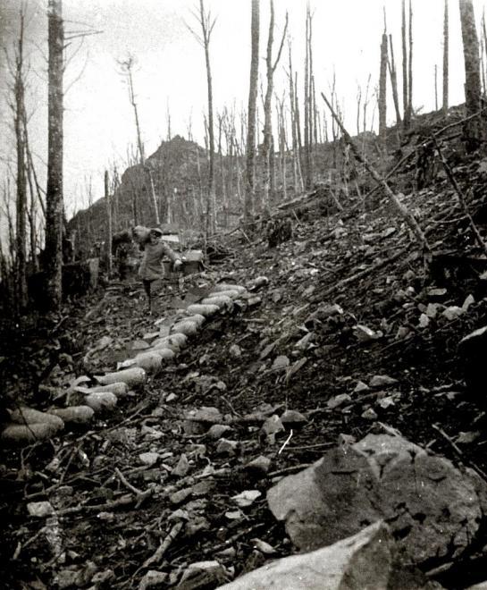 Rassemblement projectiles de crapouillots non explosés novembre 1915