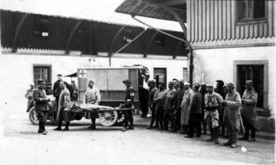 1915 hw ambulance cour des eclopes