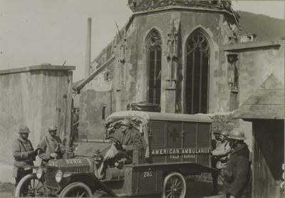ambulance-americaine-devant-eglise-vx-thann-08-sept-1916.jpg