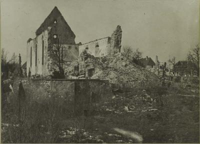 Arrière de l'église en ruines