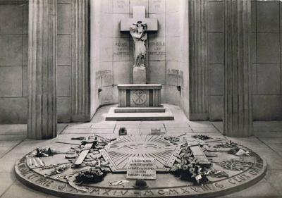 Bouclier bronze autel catholique