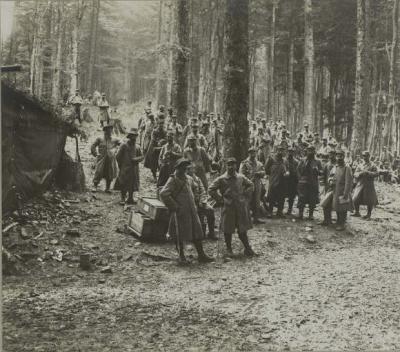 camp-thomannsplatz-soldats-aux-repos-20-juin-1915.jpg