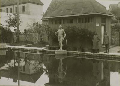 piscine-militaire-1916-a-cote-actuel-lavoir.jpg