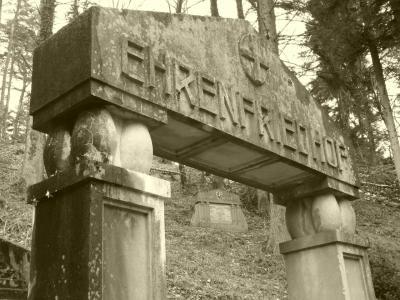 portique-entree-ehrenfriedhof.jpg